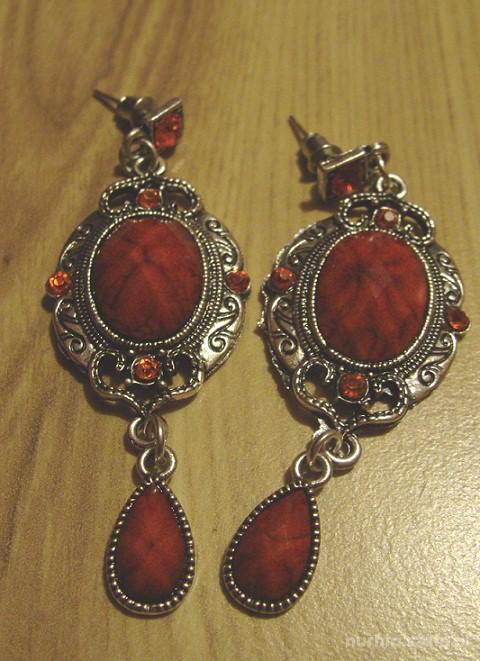 czerwone gotyckie