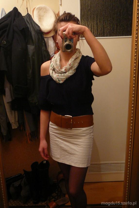 Imprezowe biała spódniczka czarna bluzeczka pasek i chustka