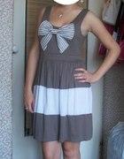 sukienka beżowo biała z kokardką