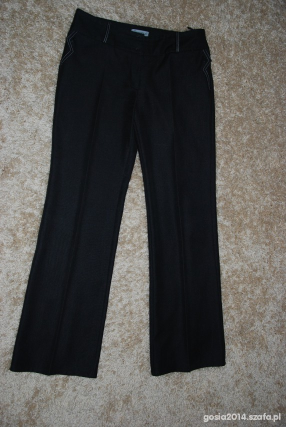 Czarne spodnie w kant eleganckie