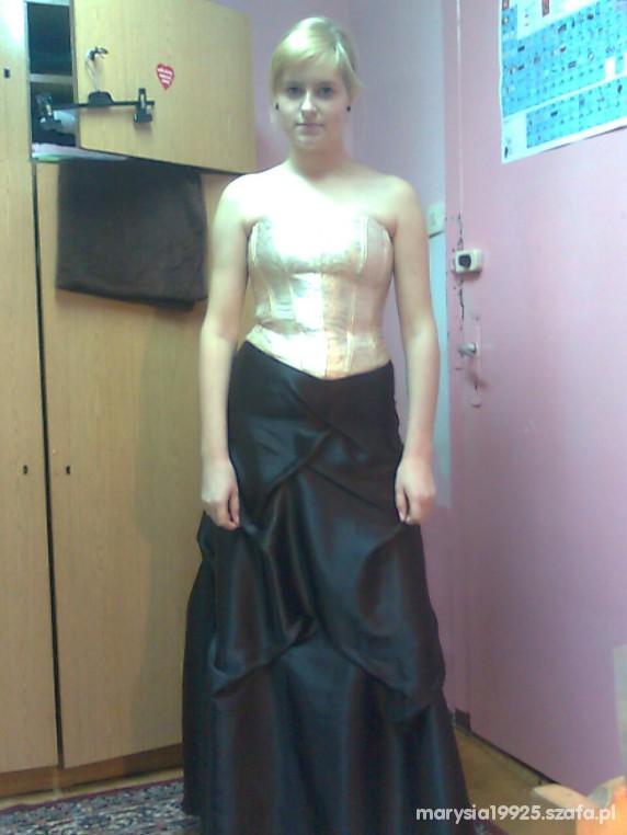 Eleganckie suknia i gorset