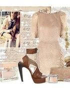 sukienka nude z bufkami