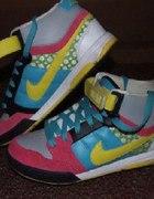 Nike air mogan mid 6 0