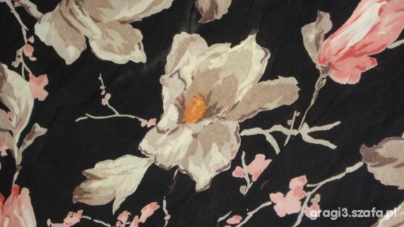 Chusty i apaszki czarna apaszka w kwiaty