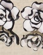 Białe różyczki z czarną obwódką sztyfty nr 4097