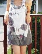sukienka w ciekawy wzór...