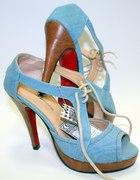 Buty z czerwoną podeszwą