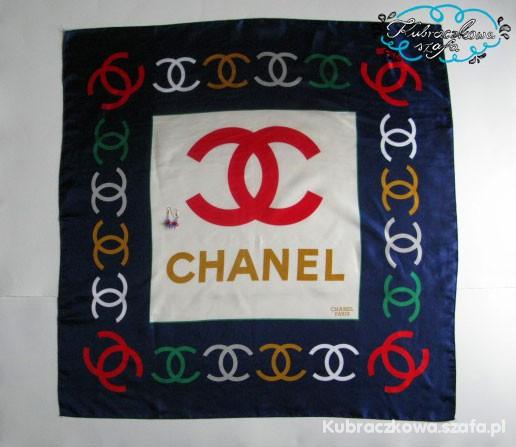 Chusty i apaszki Chanel
