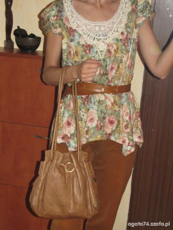 kwiaty i rude spodnie...