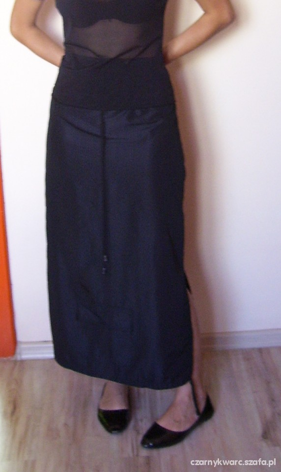 Czarna spódnica bojówka z kieszonką na gumkę M w Spódnice