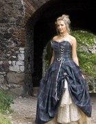 Niepowtarzalna suknia w szkocką kratę