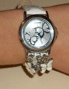 zegarek z zawieszkami