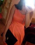 pomaranczowa sukienka