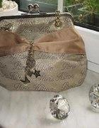 Złoty kuferek Paris Hilton...