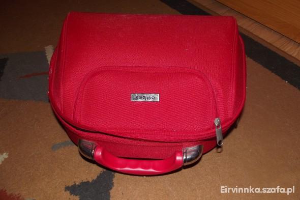 kuferek czerwony na kosmetyki