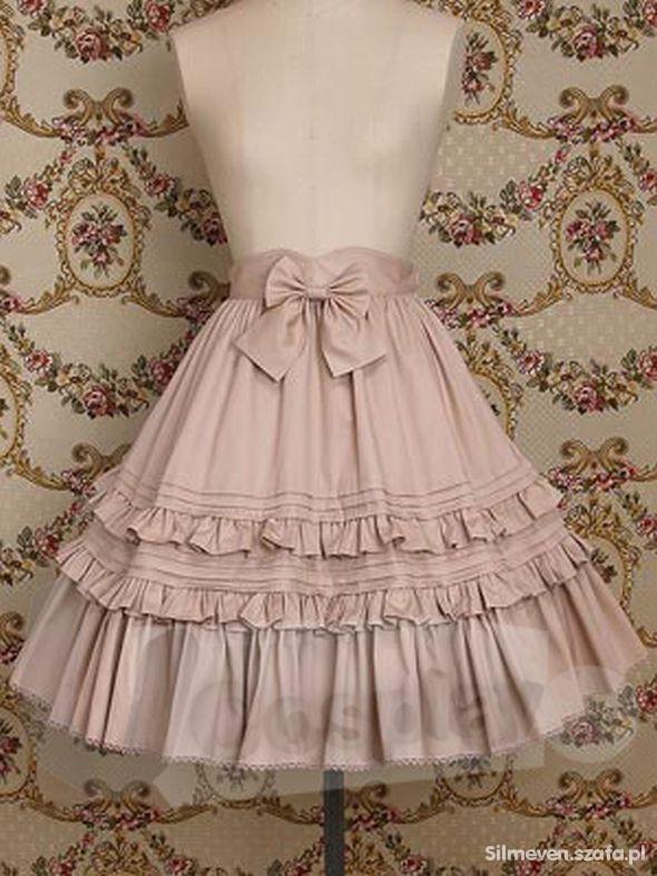 Rozkloszowana spódnica w stylu gothic lolita