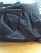 Czarna torebka z kokardką