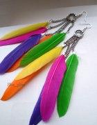 Kolorowe pióra na łańcuszkach...