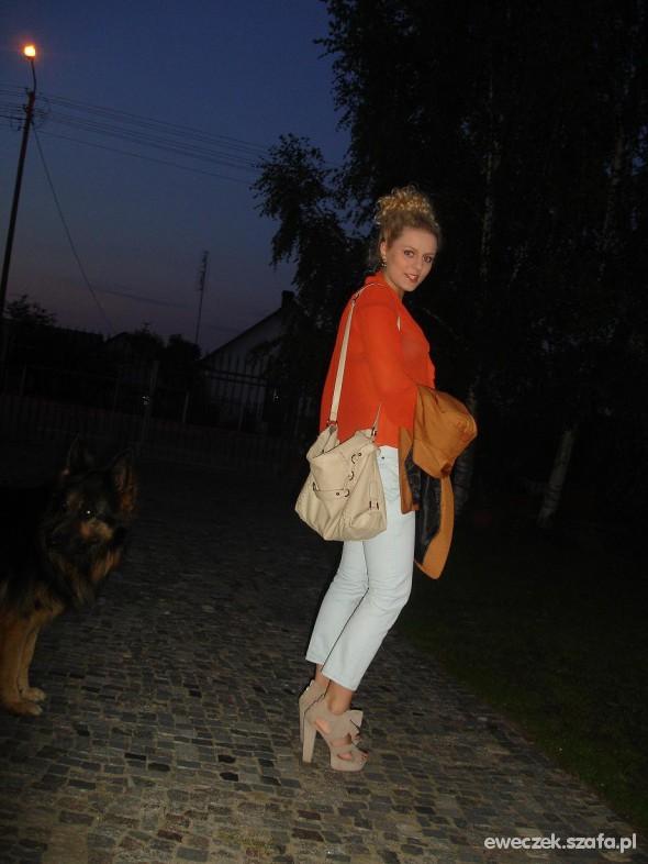 Eleganckie miętowe rurki i ruda koszula