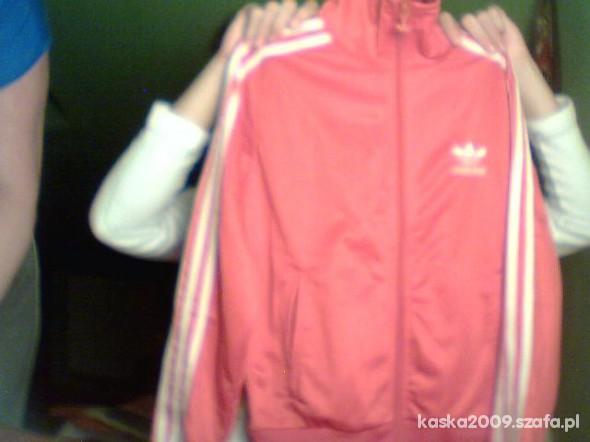 czerwona bluza adidasa