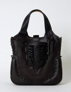 Czarna skórzana torebka Miyake
