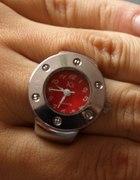 Zegarek w pierścioku