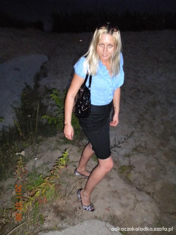Do pracy Elegancka spodnica i koszula z falbanami