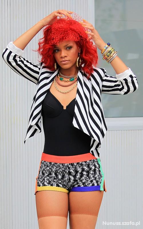 żakiet w paski Rihanna