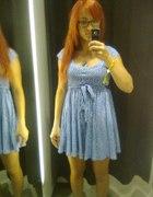 mini niebieska w groszki Zara...