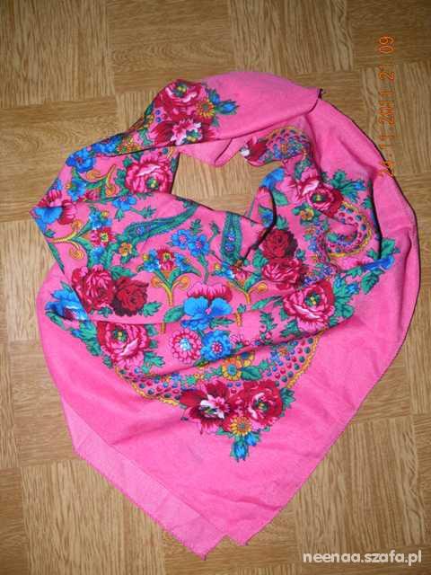 Chusty i apaszki Różowa z folkowym motywem