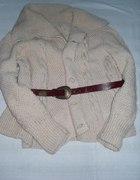 Ciepły wełniany sweter z paskiem