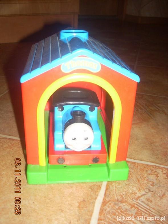 Zabawki Jezdząca i mówiaca ciuchcia Tomka z garazem