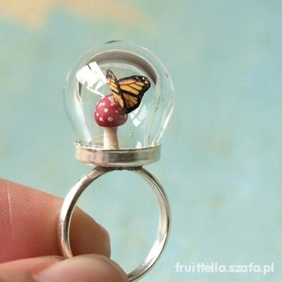 niesamowity pierścionek