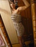 sukienka z falbanek bezowa