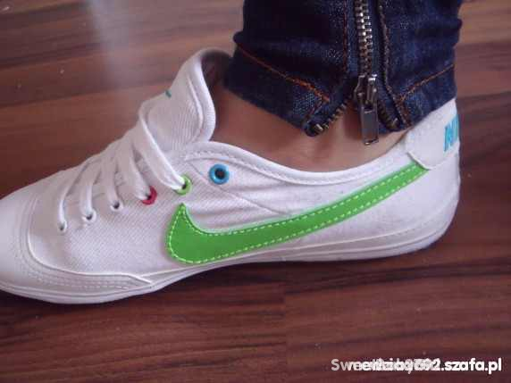 kolorowe trampki Nike