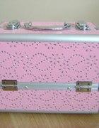 Różowy kuferek...