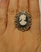 Pierścionek KAMEA z damą czarny stare złoto