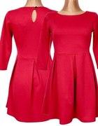 Sukienka czerwona kontrfałdy