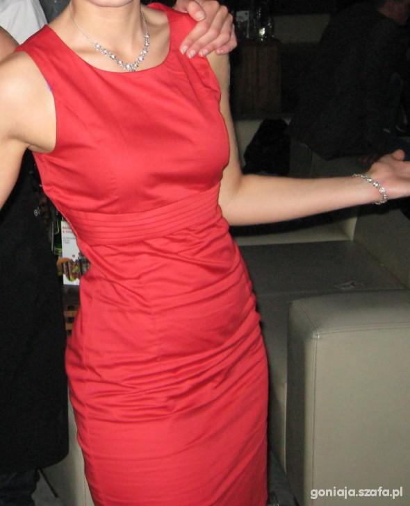 Eleganckie mała czerwona