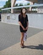 Mała czarna Bershka