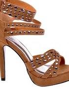 Sandałki z ćwiekami