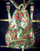 Plecaczek w kwiaty