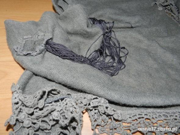 szara ozdobna chusta
