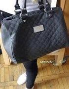 czarna torebka pikowana