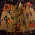 Kloszowana spódnica w kwiaty Stradivarius