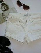 białe jeansowe STRADIVARIUS