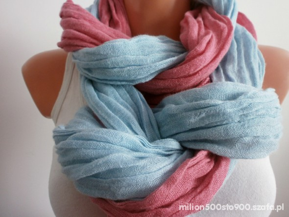 Chusty i apaszki śliczna pastelowa błękitna chustka