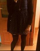 Sukienka we wzory zakolanówki wisiorek zagarek...