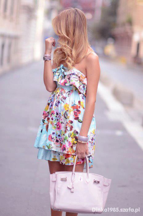 Pastelowa zwiewna sukieneczka floral falbanki