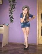 Jeansowa sukienka w pół uda